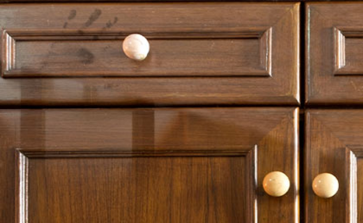 How To Use A Wood Cabinet Cleaner